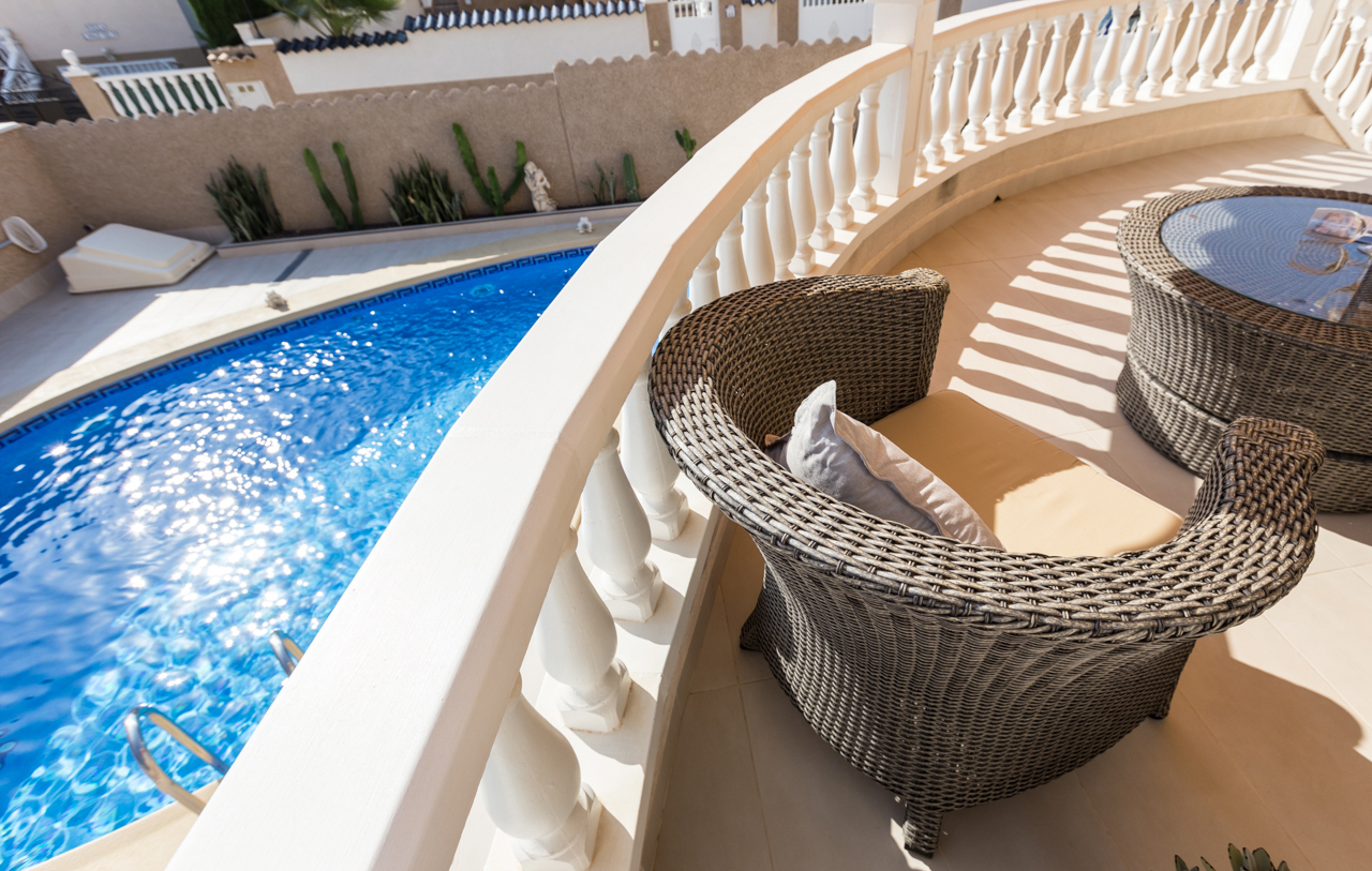 Pre-flight document checking service for homeowners and property sellers in Spain