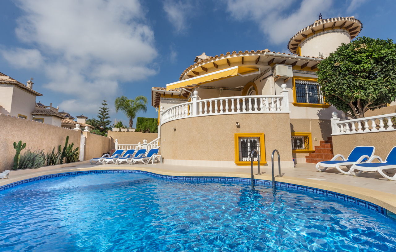 Short-term holiday rental service for homeowners in Spain